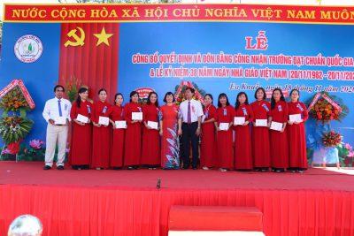 Trường tiểu học Cao Thắng  đón Bằng công nhận trường đạt chuẩn quốc gia mức độ I và kỷ niệm 38 năm ngày nhà giáo Việt Nam.